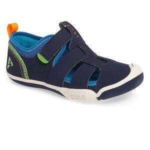 Plae Velcro sneaker